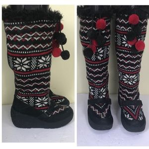 JUICY COUTURE Warm Knit Snowflake Suede PomPom Faux Fur Wedge Tall Boots Booties